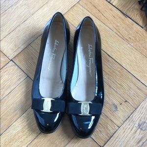Ferragamo 7.5 low heels. Patent leather bow.